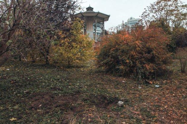 Могила дитини в центрі Києва: звичайна газета штовхнула батька на жахливе