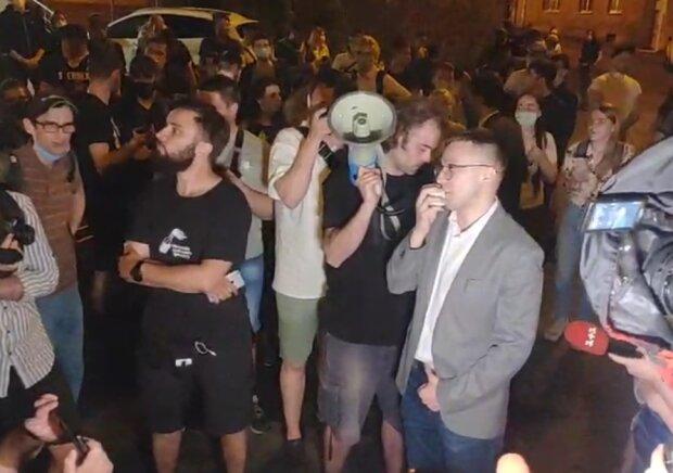 Сергей Стерненко вместе с митингующими, скрин с видео
