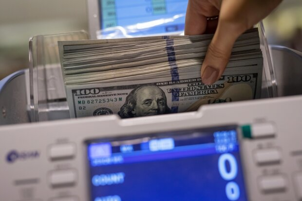 Госдолг Украины вырос на миллиарды долларов всего за год нового президента