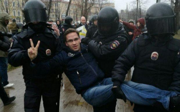 Антипутінські мітинги закінчилися масовими арештами