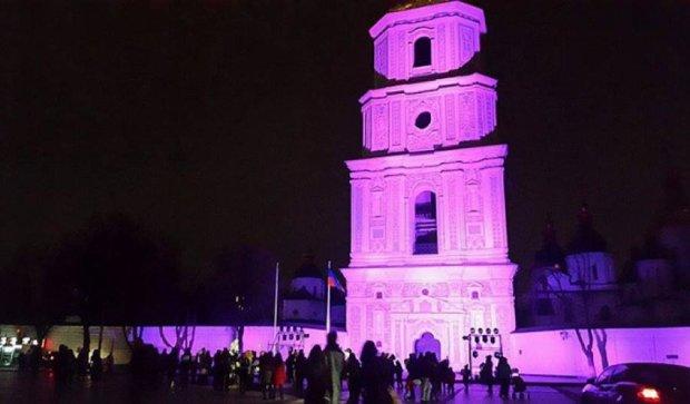 София Киевская засветилась ярко-фиолетовым цветом (фото)