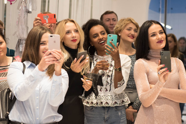 """Спекотні дівчата з """"Жіночого кварталу"""" готують українцям гарячу зустріч: обережно, жарти 18+"""