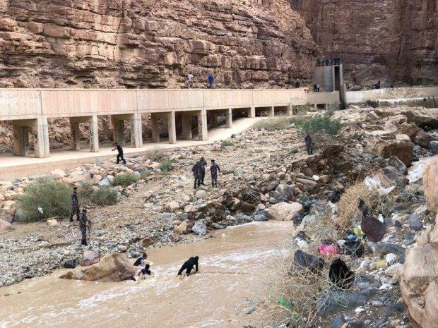 затопление школьного автобуса в Иордании