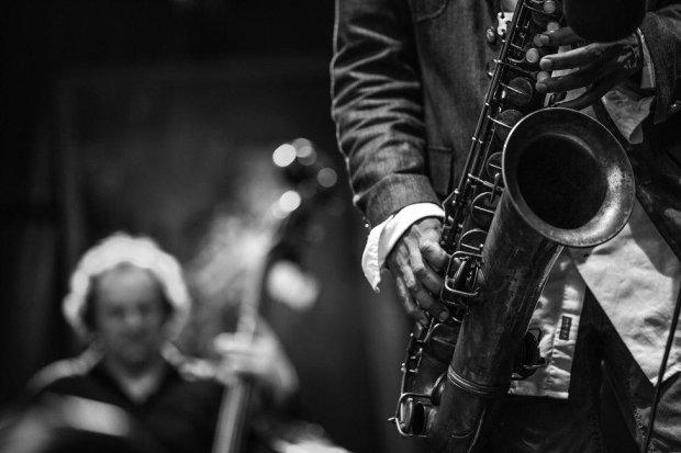 Нейросеть создает джаз