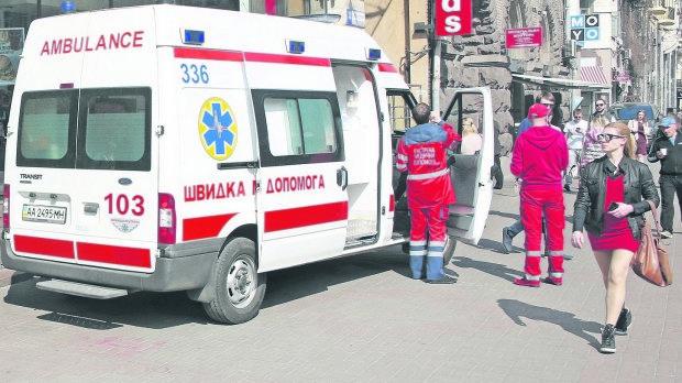 Волосся дибки: в Києві жінка наклала на себе руки страшним чином, залишивши записку