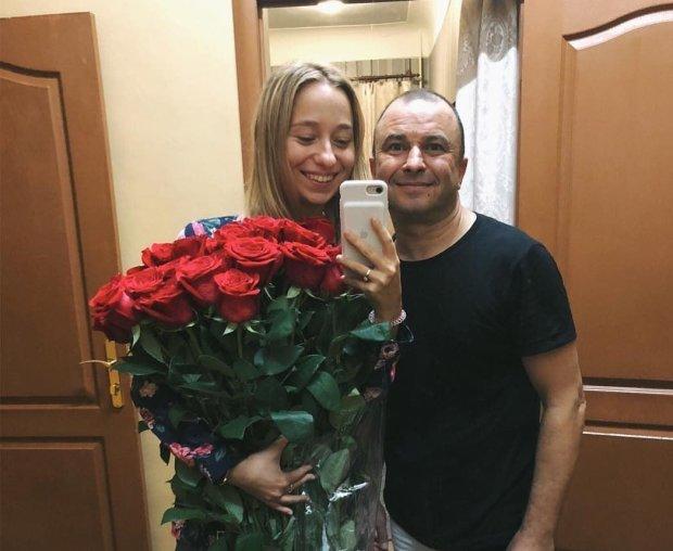 """Віктор Павлік одружиться вчетверте, нова наречена виявилася """"ще тою штучкою"""": """"До весілля - нікому"""""""