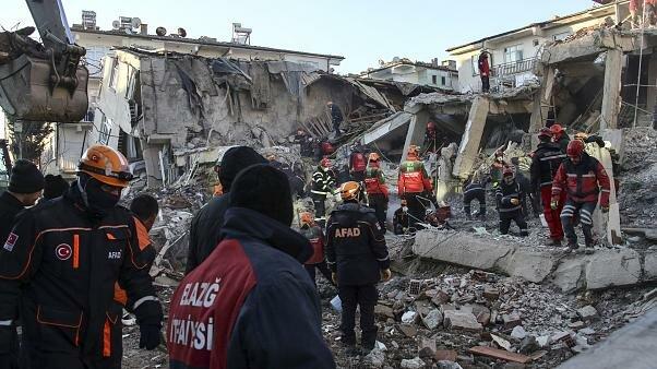 Землетрясение поразило две страны, погибли взрослые и дети, тысячи домов в руинах