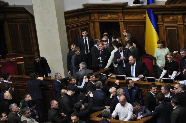Верховна Рада, нардепи заблокували трибуну та крісло спікера - Знай.ua