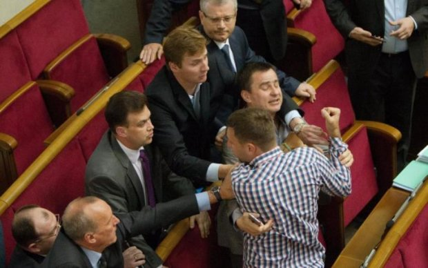 Депутатам вне очереди: Парасюк снова оскандалился в Раде