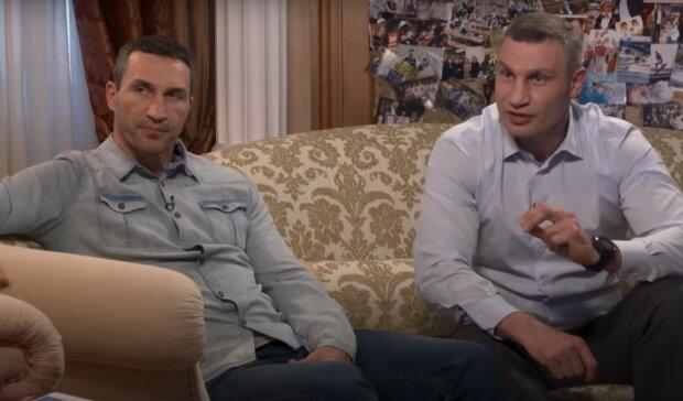 братья Кличко, скриншот из видео