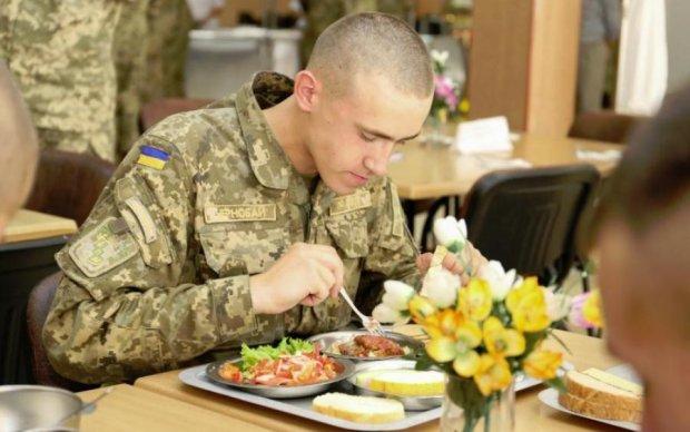 Друг Януковича годує українську армію тухлятиною: фото