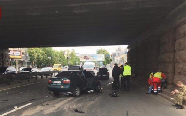 Водій Lanos влаштував потрійну аварію в Києві
