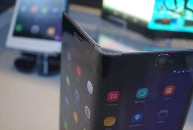 Samsung запатентовала разделенный надвое смартфон