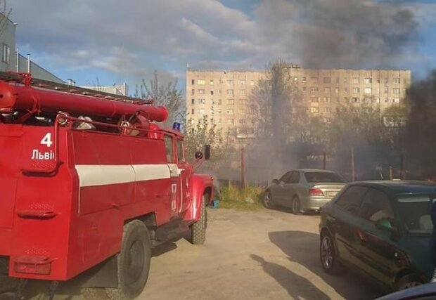 """пожар на автостоянке, источник: """"Варта-1"""""""