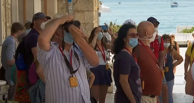 Люди на отдыхе, скриншот: Youtube
