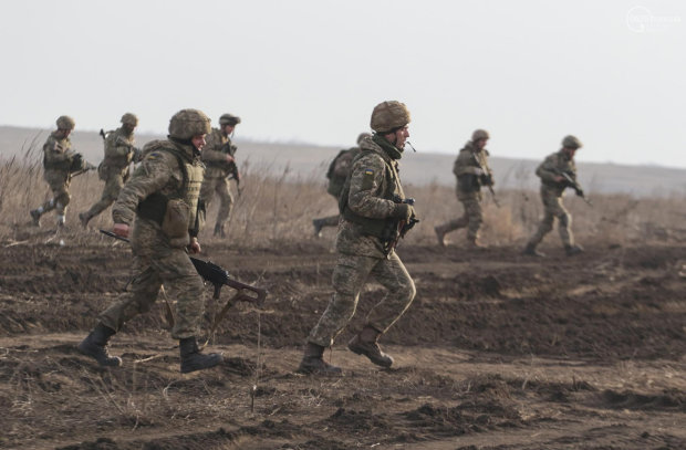 """""""Здавалося, що вже не можу сприймати те, що відбувається по-людськи"""": історія героїні, яка врятувала сотні українських вояків"""