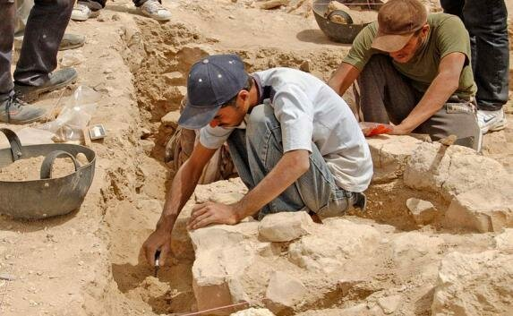 """На Винниччине археологи раскопали уникальный артефакт бронзового века: """"Что-то похожее на человека"""""""