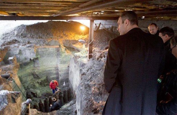 Будівельники випадково розкопали в центрі Києва вулицю часів Київської Русі