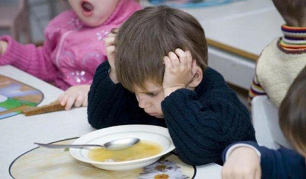 Психологи посоветовали не травмировать детей детсадом