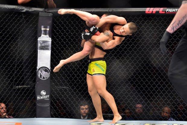 Джессика Андраде стала чемпионкой UFC в минимальном весе