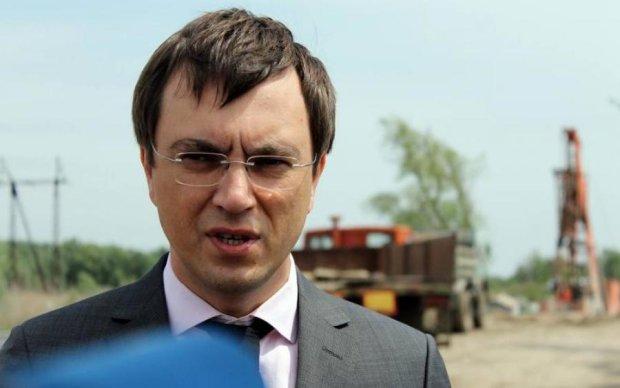 """Рубли не пахнут: пока Омелян """"борется с Россией"""", его жена торгует там шубами"""
