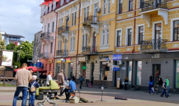 Тернопольщину атаковал коронавирус - больницы переполнены, у медиков не хватает рук