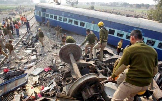 В Индии перевернулся поезд: десятки пострадавших