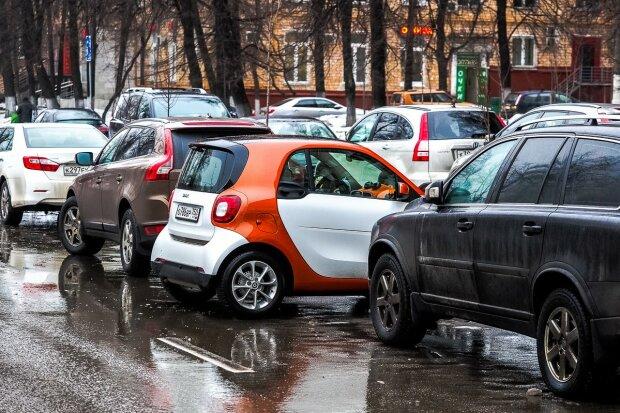 Куди подіти колеса: вінничани вимагають повернути парковку біля авторинку