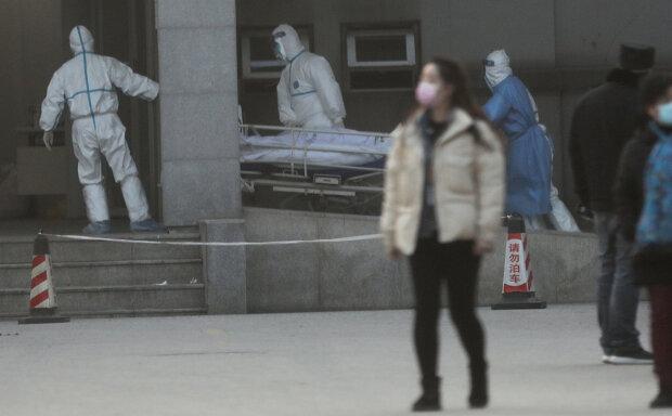 """Смертельный вирус крепко зажал в тиски всю страну: что известно о """"проделках"""" убийцы"""