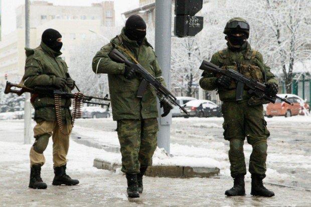 """Путінські окупанти підрізали """"свого"""" директора прямо на робочому місці"""