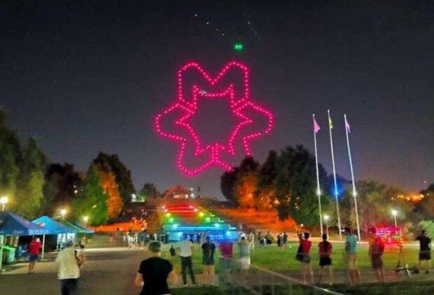 У Запоріжжі влаштували масштабне шоу дронів - небо у вогнях, яскраве відео