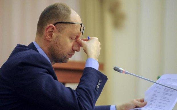 Главное за ночь: задержание Яценюка и цена Нового года в Украине