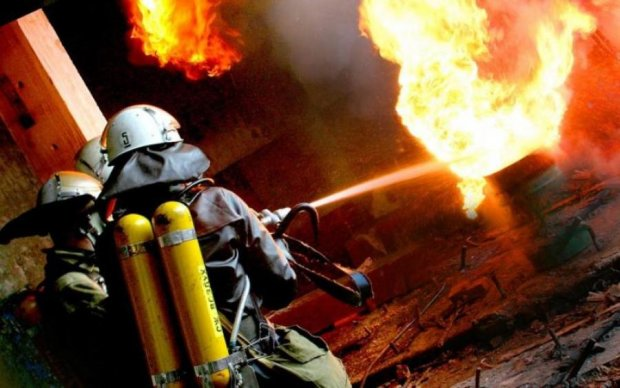 Пожар в киевской новостройке: первые кадры