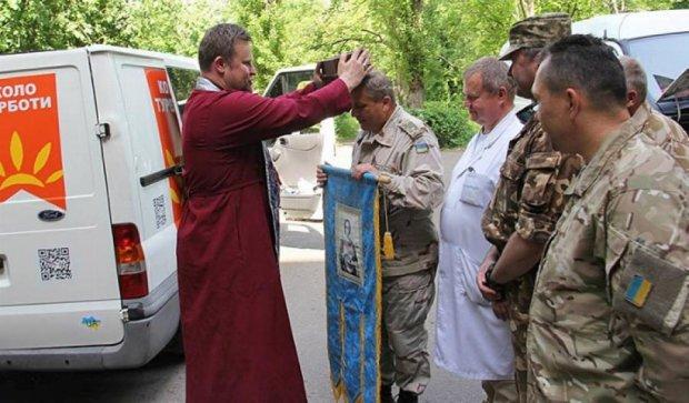 Бійцям АТО привезли святиню для молитов (фото)