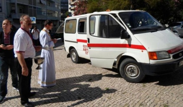 Українці Португалії передали в АТО карету швидкої допомоги