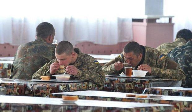 """Военный загадочно попал в больницу, показав жуткие условия жизни в """"Десне"""""""