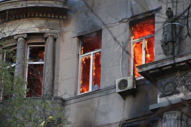 Сміялися і жартували: з'явилося відео жахливої пожежі в Одесі, зняте студентом всередині будівлі