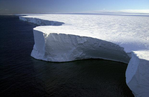 Вдвічі більший за Київ та вагою 315 млрд тонн айсберг відколовся від Антарктиди