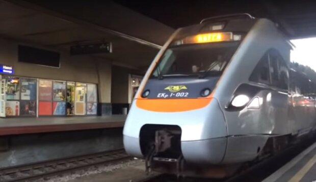 поїзд, скріншот з відео