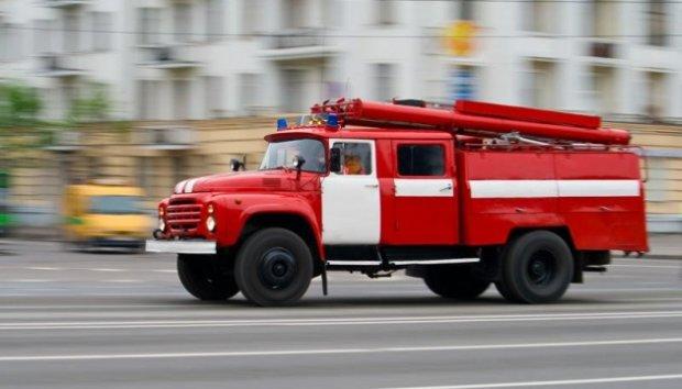 В Киеве завыли сирены, спасатели и  медики мчатся со всего города: происходит что-то страшное