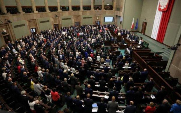 У Польщі схвалили суддівську реформу, незважаючи на протести ЄС