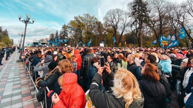 Десятки тисяч вчителів перегородили центр Києва: Зеленському виставлені суворі вимоги, фото