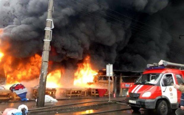 Киев в огне: появились кадры сильнейшего пожара