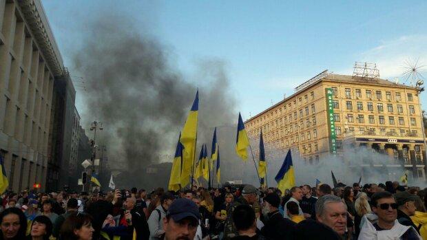 Головні події понеділка, 14 жовтня: тисячі українців на Майдані, падіння рейтингу Зеленського та заява Кремля