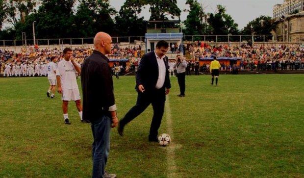 Саакашвілі пограв у м'яч з ветеранами футболу (фото)