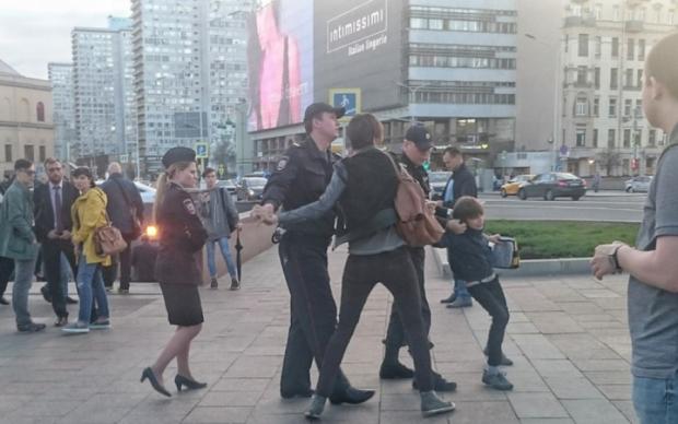 Арест школьника в Москве: Следком решил наказать защитницу ребенка
