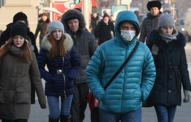 Эпидемия в Украине не щадит взрослых и детей: жуткие боли и температура под 40
