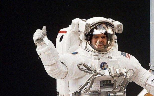 Не знімаючи штани: NASA створить скафандр для ледачих