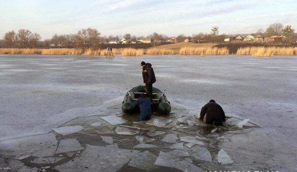 На Хмельнитчине тело исчезнувшей из собственного двора 5-летней девочки нашли на дне озера