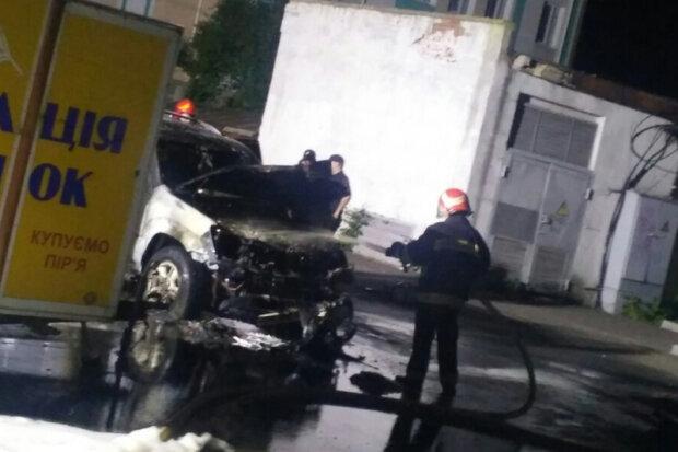 Сгорело авто, фото: ДСНС
